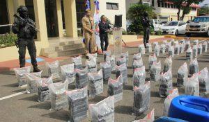Detenidos 7 hombres transportaban 463 paquetes cocaína en dos lanchas