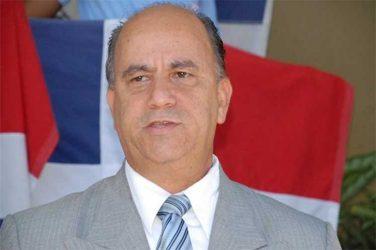 De León sugiere posponer elecciones presidente y secretario general PLD