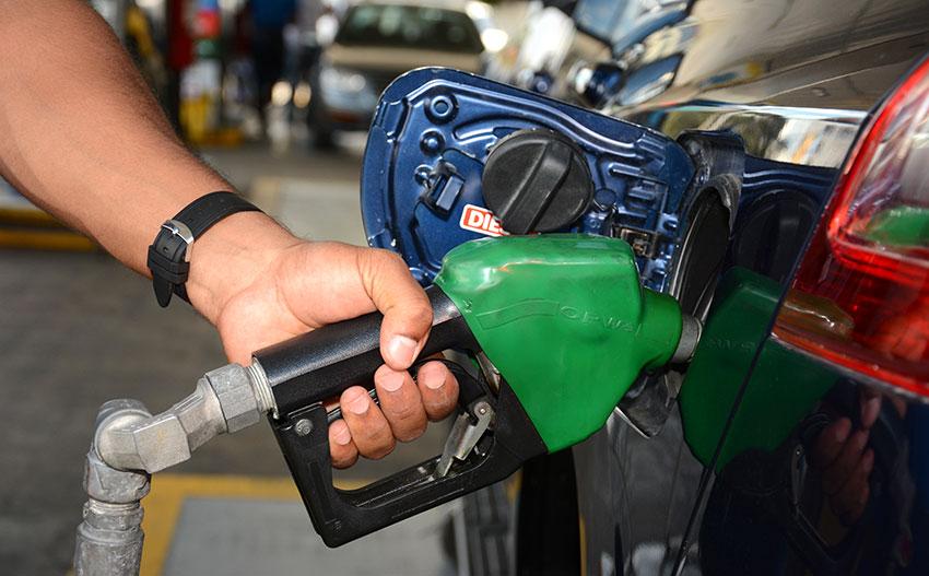 Suben hasta tres pesos los precios de combustibles