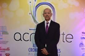 Adalberto Domínguez dedica premio a periodistas afectados por Covid-19