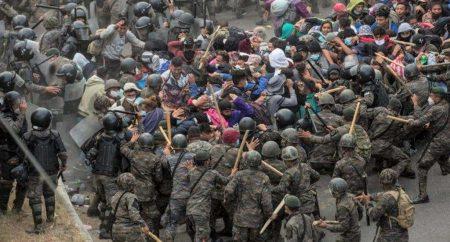Guatemala detiene y reprende con violencia caravana migrante hondureña