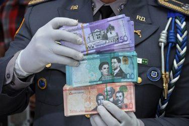 LA VEGA: La Policía apresa a cinco personas con miles de pesos falsos