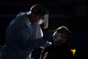 Cómo médico dominicano enfrentó en España su primer caso de covid-19
