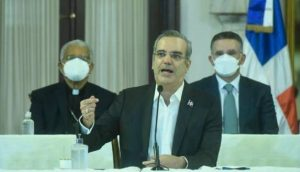 Abinader revela 40 % de dominicanos no quiere vacunarse; les pide confiar