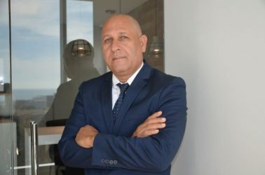 Escritor dominicano presenta libro sobre el poder de las redes sociales