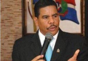 """Presidente PUN ve """"invasión pacífica haitiana"""" amenaza proyecto nación"""