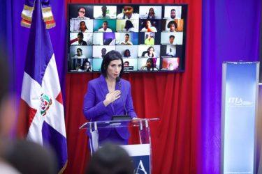 Primera dama reitera el compromiso de Abinader con cierre brecha digital