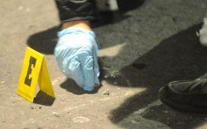 Desconocidos motorizados asesinan teniente de la PN y huyen con su arma