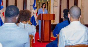 La Primera Dama exhorta a  jóvenes RD a que denuncien males sociales