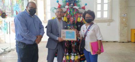 """San Cristóbal reconoce """"creatividad y aporte a cultura del artista Luis Rivas"""