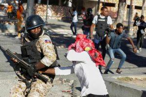 Estudiantes universitarios de Haití denuncian brutalidad policial
