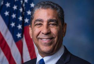 Nombran Adriano Espaillat como coordinador principal del Caucus Demócrata