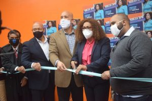 Candidata a concejal Yudelka Tapia inaugura oficina campaña en El Bronx