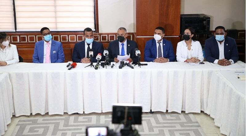 Poder Ejecutivo designa comisión de abogados para tratar el Código Penal