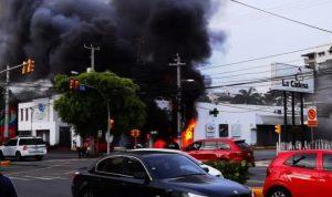Muere joven de 25 años en incendio en una Farmacia Los Hidalgos, en SD
