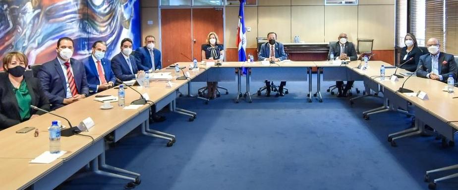 Banco Central analiza con empresarios mercado de valores de RD