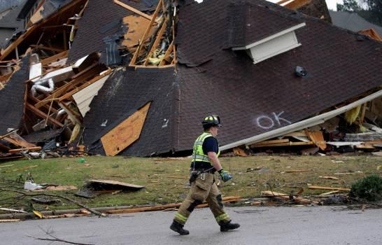 EEUU: Cinco muertos por tornados en Alabama; declaran estado de urgencia