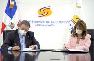 Superintendencia de Electricidad y NUVI firman importante convenio