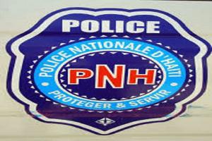 Policías haitianos liberados en protestas se entregan a la justicia