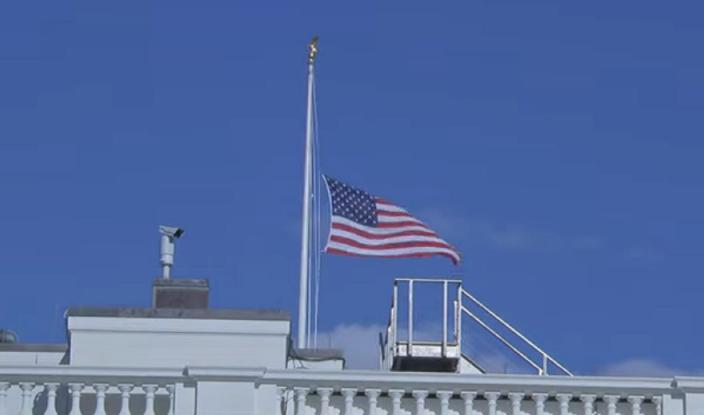 EE.UU: Banderas a media asta por el agente atropellado frente al Capitolio