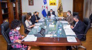JCE cancela en masa funcionarios que manejaron voto exterior; detecta fallas