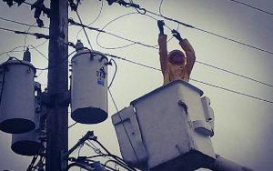 Sin pagar la electricidad cerca de 400 mil hogares dominicanos