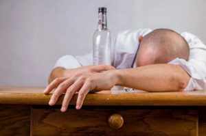 Aumentan a 99 los muertos en Rep. Dominicana por alcohol adulterado