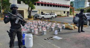 La DNCD ocupa 615 paquetes de cocaína en costas de SPM y Azua