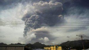 Gran explosión repite en el volcán de San Vicente y las Granadinas