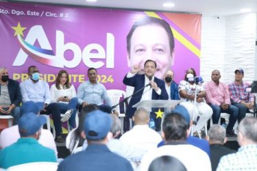 Abel Martínez recibe un contundente recibimiento en Santo Domingo Este