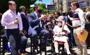 NUEVA YORK: Cónsul reconoce madre dominicana por dedicación a su familia