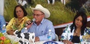 Ganaderos de Puerto Plata se desligan de derrame de leche en zona de Yásica