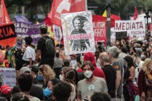 Brasil supera 500.000 muertos por covid entre protestas contra Bolsonaro