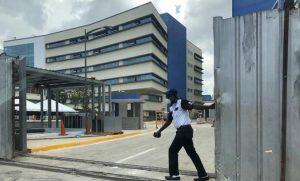 Sigue trasiego de cadáveres a la vista de usuarios del Hospital Luis E. Aybar