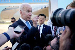 """Biden tropezó al decirle a reportera de CNN: """"Estás en el negocio equivocado"""""""