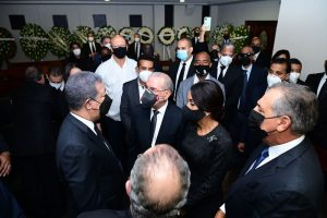 Expresidente Danilo Medina entró por atrás al velatorio de madre de Leonel