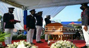 HAITI: Tras un accidentado inicio de funerales, inhuman restos de Moise