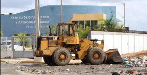 Sigue intenso operativo para eliminar basureros en Santo Domingo Este