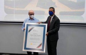 ITLA entrega reconocimiento a Hipólito Mejía por sus aportes a la academia