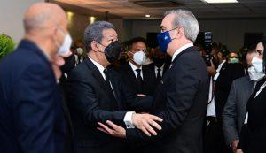 Abinader y principales funcionarios dan pésame a expresidente Fernández