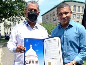 NUEVA YORK: Congresista Espaillat reconoce periodista Vargavila Riverón
