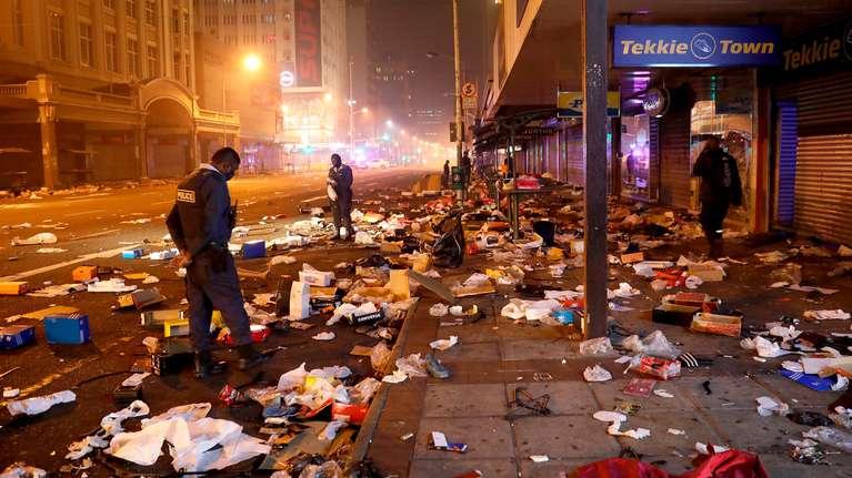 SUDAFRICA: Al menos 72 muertos y 1200 detenidos tras saqueos en capital