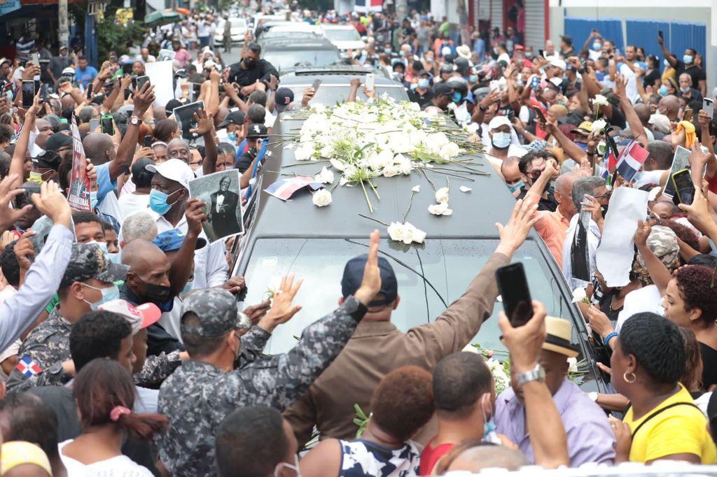 Cientos de personas acuden a despedir al músico dominicano Johnny Ventura