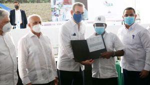 SANTIAGO: Gobierno entrega más de mil títulos propiedad en La Canela
