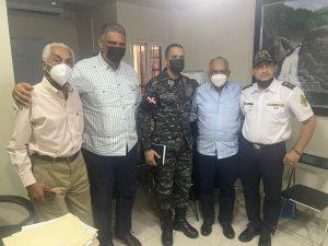 JARABACOA: Tres funcionarios del Gobierno visitan la comunidad