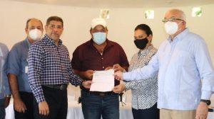 Gobierno entrega 57.9 millones a porcicultores afectados peste