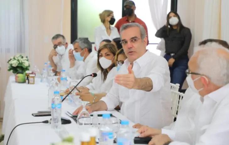 AZUA: Presidente Abinader anuncia construcción de extensión de la UASD