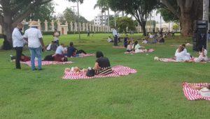Familias de Santo Domingo disfrutan  picnic en jardines del Palacio Nacional