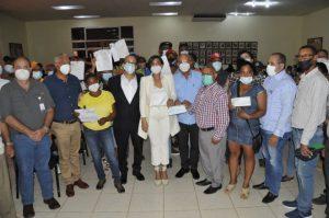 Gobierno entrega $21 millones a porcicultores M.Cristi y Dajabón
