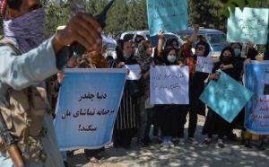 Talibanes ultiman Gobierno mientras reprimen protestas